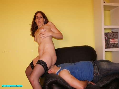 Young Mistress Facesitting